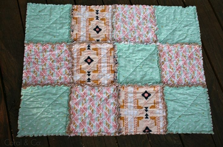 How to sew a rag quilt. This is the easiest and fasted quilt you will ever make. I love this site