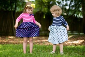 DIY T-shirt dress pattern and tutorial with two bow options. Perfect for Derby Day. By Coral and Co.