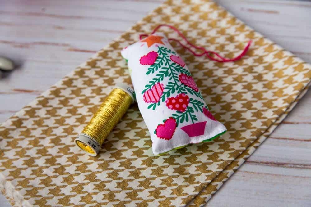 stuffed-fabric-christmas-ornament-tutorial