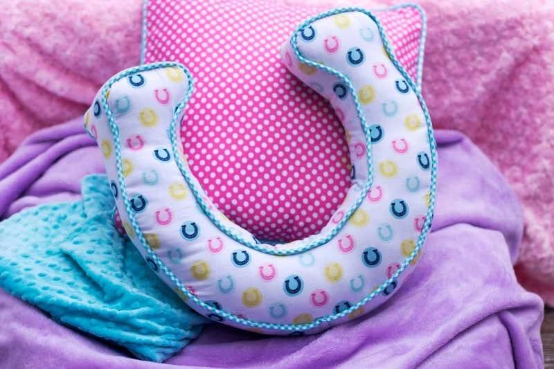 Horse-shoe-pillow-pattern