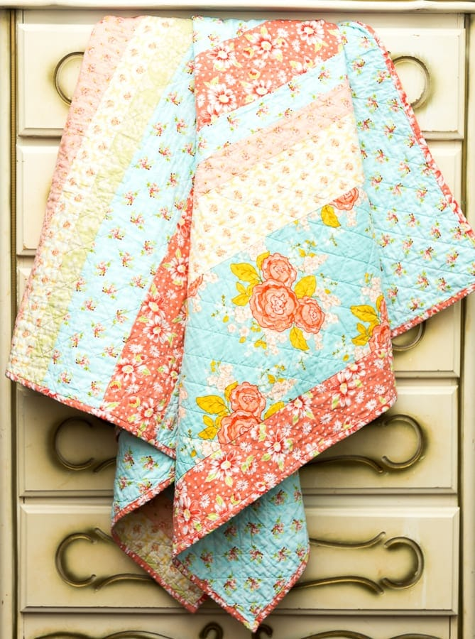 scrappy-shabby-chic--strip-quilt