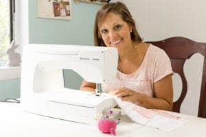 girl-sewing-on-viking-sapphire-965q-sewing-machine