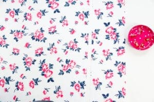 cut-fabric-for-pillow-back-with-zipper