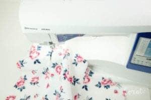 sew-zipper-into-pillow-seam