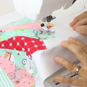how-to-attach-dresden-plate-to-pillow