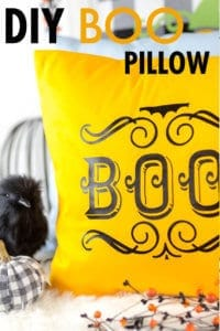 DIY-BOO-IRON-ON-HALLOWEEN-PILLOWS