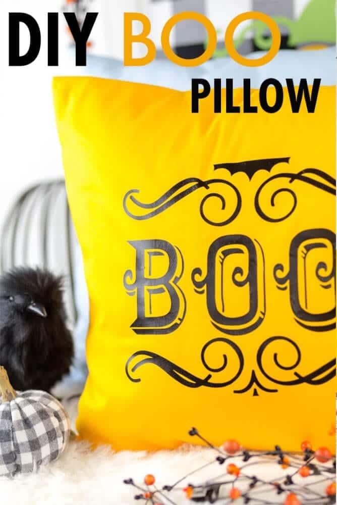 DIY-BOO-IRON-ON-HALLOWEEN-PILLOWS