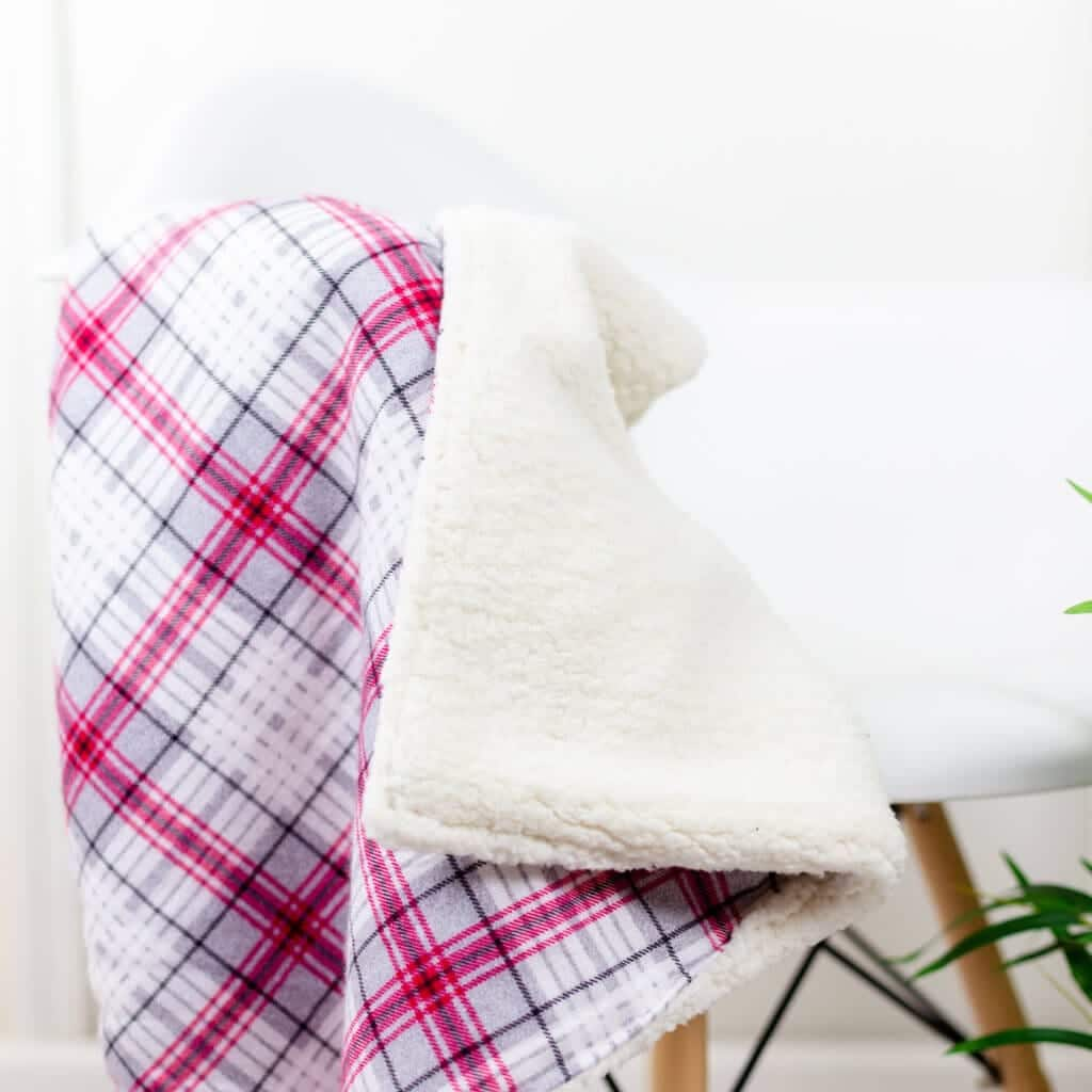 flannel-sherpa-fleece-baby-blanket-diy